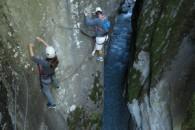 Via ferrata des gorges d'Ailefroide à Pelvoux avec un guide de haute montagne escalade aventure