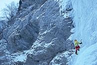 Cascade de Glace à Freissinieres avec un Guide de Haute Montagne Alpes Aventure